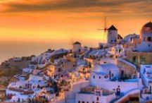 Santorini / The volcanic island of Santorini attracts with its energy and mystery.Thousands of years ago, a biblical explosion in the Aegean sea created the biggest Caldera in the world offering an amazingly beautiful scenery.