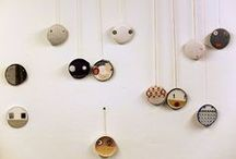 Arte/Collage/Deco.caras 1 © COLMADO MAZA / Collages sobre madera, realizados con materiales usados