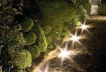 Lumières d'extérieur / Almateon propose une gamme de lumières d'extérieur qui vous permettront de créer une atmosphère chaleureuse.