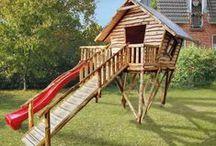 Jeux d'extérieur pour enfants / Le jardin est le lieu idéal pour vos enfants. Bacs à sables, portiques, tours et autres jeux feront leur bonheur et les occuperont durant des après-midi entiers.