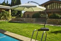 Parasols / Les parasols sélectionnés par Almateon sont des produits design, résistants et pratiques.