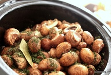 Slow Cooker Recipes / by Jeanie Burke
