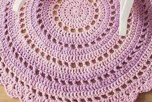 Alfombras , puf y cojines crochet / Alfombras de crochet y hechas con trapillo a crochet