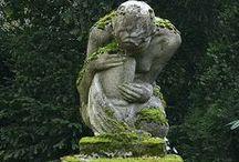 konst och krukor i trädgården / Art in the garden