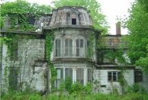 ABANDONED BUILDINGS / IT' S  A PITY THAT THESE BUILDINGS HAS BEEN ABANDONED AND LEFT TO ROT: