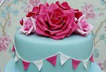 Cupcakes & Cakes / by Ilana Sherrin