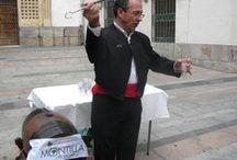 CULTURA Y VINO DE MONTILLA-MORILES / En torno al vino se ha generado una cultura que los amantes de los Montilla Moriles saben disfrutar. Desde venenciar un vino, confeccionar un barril o jarras para servirlo, hasta saber olerlo, saborearlo, mirarlo y por qué no, tocarlo.