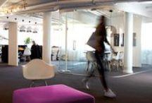 Kontorsmiljö / Flexibilitet. Integritet. Tillhörighet. Tillsammans formar vi rum för möten, koncentration och samvaro.