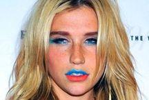 Kesha rocks Blue Lipstick / Blue Lipstick