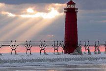 Lighthouses.... / Phares pour eclairer les nuits....pour conduire les gens dans la mer ...pour les ames solitaires