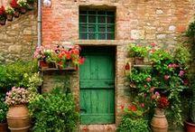 Puertas antiguas / El encanto de una puerta antigua, sus grietas y su paso por el tiempo. ¿Qué historias nos podrian contar?