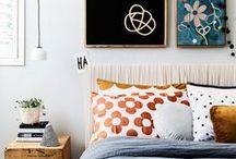 CHAMBRE / La pièce la plus détente de la maison!  chambre, bedroom, interior, bed, lit, couvertures, blanket, têtes de lit, lamp, headboard, couette, sleep