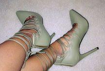 Shoe look book. / Teahnee Reynolds