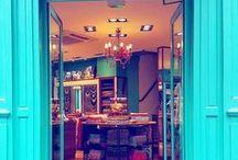 Nos boutiques Diwali Paris / Nos boutiques colorées proposant des foulards, bijoux fantaisie et accessoires de mode sont une véritable invitation au voyage et à chacune de vos visites, nos équipes vous réservent un accueil chaleureux et personnalisé. Essayez tous les bijoux que vous souhaitez, demandez des conseils sur les différentes façons de nouer votre foulard préféré, et découvrez les dernières tendances et nouveautés ! http://bit.ly/1WcGeyo