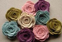 Flowers and bows / Fiori di carta e di stoffa