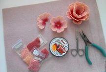 Bead flowers & leaves tutorials & inspirations / Instrukcje wykonania beadingowych roślin oraz inspiracje pieknymi pracami biżuteryjnymi.