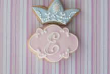 Cookies: Cameo & monogram