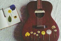 s t r i n g s / Ukulele . guitar . music sheets . tabs