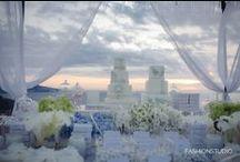 Blue&White Wedding Inspiration / Il colore scelto dagli sposi riprende le mille sfaccettature dei colori del blu e azzurro della piscina e del cielo protagonista di una Villa con una vista spettacolare. La cura del dettaglio rende ancora più unico il wedding party!