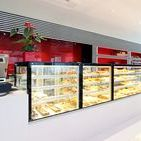 Amazonia Pao / Em Oliveira de Frades, the Amazon is red, black and white. The showcases are from JORDAO! Amazónia Pão is a Pastry / Bakery recently renovated in the center of Oliveira de Frades. The Vista range was integrated in a project of a fantastic architecture and great creativity.