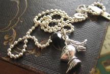 De B staat voor Bijoux / Sieraden, kindersieraden, bijoux
