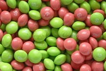 Skittles Candy / Skittles Candy from Temptation Candy. Includes all your favorite Skittles colors and flavors - Green, Red, Purple, Orange and Yellow. Also all your varieties including Tropical Skittles, Wild Berry Skittles and more!