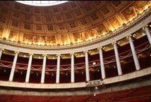 Le Palais Bourbon / Le Palais Bourbon, siège de l'Assemblée nationale.