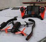 Parrot / Parrot AR.Drone è un comando a distanza di volo quadcopter elicottero costruito dalla società francese Parrot . Il drone è stato progettato per essere controllato da sistemi operativi mobili o tablet come le supportati iOS o Android nell'ambito delle rispettive applicazioni o il software non ufficiale disponibile per Windows Phone , Samsung Bada e Symbian dispositiv