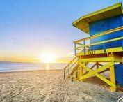 Miami Beach / Miami Beach è una città degli Stati Uniti d'America, nello stato della Florida, presso la contea di Miami-Dade. Fu dichiarata municipalità il 26 marzo 1915. La città è spesso confusa con Miami, nonostante si tratti di un comune distinto. Secondo il censimento del 2014, la città ha una popolazione di 91.732 persone, dei quali il 55% è nato fuori dagli Stati Uniti. Il quartiere di South Beach, che comprende i 6.5 km2 più meridionali of Miami Beach.