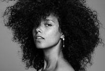 Alicia Keys / Alicia Keys, nome d'arte di Alicia Augello Cook (New York, 25 gennaio 1981), è una cantautrice, polistrumentista, attrice e regista statunitense.
