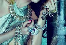 NEVER TO MUCH ADORNMENT / ACCESSORIES & JEWELRY