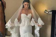 Noivas / Vestidos e acessórios e buques para todas as noivas lindas e encantadas.