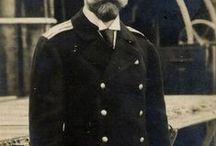 Emperador Nicolás II / El emperador Nicolás II de Rusia, ha pasado a la historia como el último zar de Rusia,  su abdicación dió lugar al principio  del fin de la dinastía Romanov, la cual, reino en Rusia durante trescientos cuatro años.