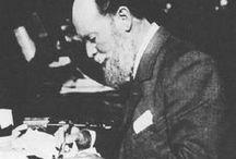 Faberge / El maestro Faberge es conocido mundialmente como el joyero que diseño los huevos Faberge de la familia imperial Romanov. Además de los huevos, también fue diseñador de otro tipo de joyas. La originalidad de sus diseños es a día de hoy, inigualable