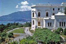 Livadia / El palacio de Livadia, en Crimea, era un lugar especial para el Emperador Nicolás II y su familia, de él y de su entorno existen bellas imagenes. Actualmente, el palacio y los jardines está abiertos al público, lo que nos permite dar color y luz a las imagenes del pasado