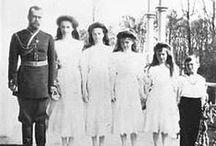 Notmaa / El Emperador Nicolás II con sus hijos las Grandes Duquesas Olga, Tatiana, María, Anastasia y el Zarevich  Alexei