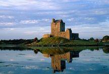 Irlanda / Bienvenido a Irlanda, un país con lagos y ríos de aguas cristalinas, tierra de mitos, leyendas y misterios. Paisajes exuberantes y verdes te esperan durant tu crucero. La región de los ríos Shannon y Erne te dará muchas sorpresas y es uno de los destinos más famosos del mundo para el turismo fluvial.