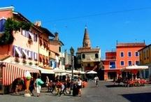 Italia / Para que pases unas felices vacaciones en Italia, Le Boat cuenta con bases en la región de Venecia y Precenicco. Podrás descubrir uno de los lugares más bellos del mundo, la Laguna de Venecia con sus islas, y también pasear por el litoral del Mar Adriático.