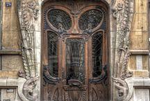 Front entrances / Interior decorating and organization, front garden design, entrance halls, front doors; hallways; foyers