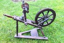 A old spinning wheels made of wood / only old Spinning wheels you see here. they are made of Wood.