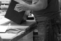 Artesanos Jarén - Made in Spain / Artesanía se refiere tanto al trabajo del artesano, como al objeto o producto obtenido en el que cada pieza es distinta a las demás. Para que una artesanía sea tal debe ser trabajado a mano y cuanto menos procesos industriales tenga más artesanal va a ser.