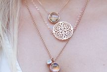 Layered necklacea