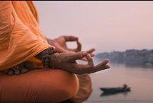 Yoga and Wellness / Yoga ist die Reise nach innen. Vom Körperlichen zum Energetischen, vom Groben ins Feine. Es ist eine physisch fordernde Praxis, die uns zeigt, wo wir offen sind und wo wir festhalten, wo wir zu viel Kraft einsetzen und wo zu wenig, wo wir im Fluss sind und wo wir stocken, wo wir aufmerksam sind und wo zerstreut.