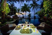 Romantic Luxury / Wer träumt nicht davon mit seinem Partner ein paar romantische Tage in purem Luxus zu verbringen, jegliche Sorgen zu vergessen und einfach die Seele bei Strandspaziergängen während des Sonnenuntergangs, gemeinsamen Verwöhnstunden im Spa oder leckeren Candle-Light-Dinnern am Meer baumeln zu lassen? Hier findet ihr ein paar der luxuriösesten Hotels im asiatischen Raum, die zum träumen einladen.