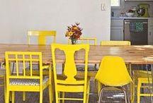 Thema - Geel in huis / De vrolijkste kleur in het kleurenspectrum doet het ook goed in je interieur. Kleine details of duidelijke statements, voor ieder wat wils.