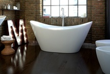 Volně stojící vany-moderní / Dopřejte si i Vy pohodlí volně stojící vany. Volně stojící vana je synonymem pro dostupný luxus, příjemný dotek ušlechtilého materiálu, poctivé zpracování a elegantní tvary. Její typický vzhled a exkluzivita bude ve Vaší koupelně jak terčem zaslouženého obdivu hostů, tak i ideálním místem odpočinku, soukromí, relaxace a každodenní péče o Vaše tělo.