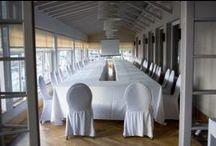 EMPRESA Y EVENTOS / Especialmente diseñado para cubrir eventos, el Hotel Igeretxe dispone de características únicas que hacen de la reuniones de empresa, conferencias o presentaciones una experiencia inolvidable.   El Hotel Igeretxe cuenta con tres salones con vistas al mar, renovados con un estilo moderno y acogedor con capacidad máxima de 500 personas en mesa y 770 asistentes en silla entre los tres salones.