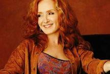 Bonnie Raitt / Geweldige zangeres !!!!!! / by Lies Broekman