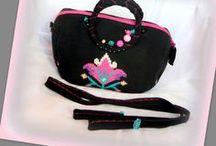 Mesetáska - Judy Majoros / Újrafelhasznált alapanyagokból kézzel készült egyedi kötött táska. Megtekinthető még a www.facebook.com/judymajorosdesign oldalon. Köszönöm az érdeklődést! :) Handmade by Judy Majoros - Knitted embroidered beaded handbag-crossbody bag-shoulder bag. Recycled bag. pink-black