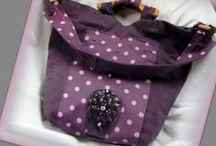 Lila pöttyös táska - Judy Majoros / Újrafelhasznált alapanyagokból kézzel készült egyedi bőr táska. Megvásárolható:http://www.meska.hu/ProductView/index/1131705 vagy a www.facebook.com/judymajorosdesign oldalakon. Köszönöm az érdeklődést! :) Handmade by Judy Majoros - Purple denim polka dots shoulder bag. Recycled bag